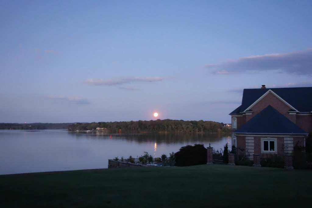 Red moon over the potomac 2014